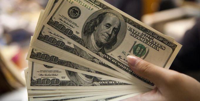 Dolar, düşüş eğilimini sürdürerek açıldı