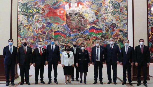 Azerbaycan'dan Türk müteahhitlere davet!